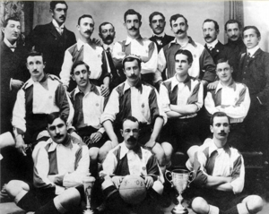 Athletic Club en 1903, de azul y blanco