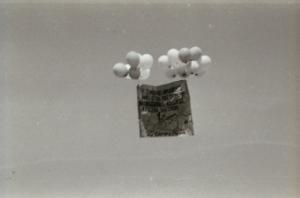 """El Villarreal Cf asciende a 2ª en 1970 y una pancarta alusiva al """"Submarino Amarillo"""" es soltada al aire con globos"""