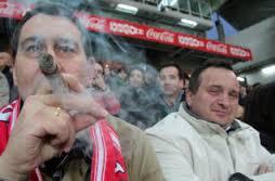 2 fumando