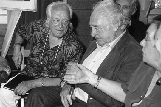 Alberti y Celaya en el acto de restitución del nombre de Residencia de Estudiantes en1986.
