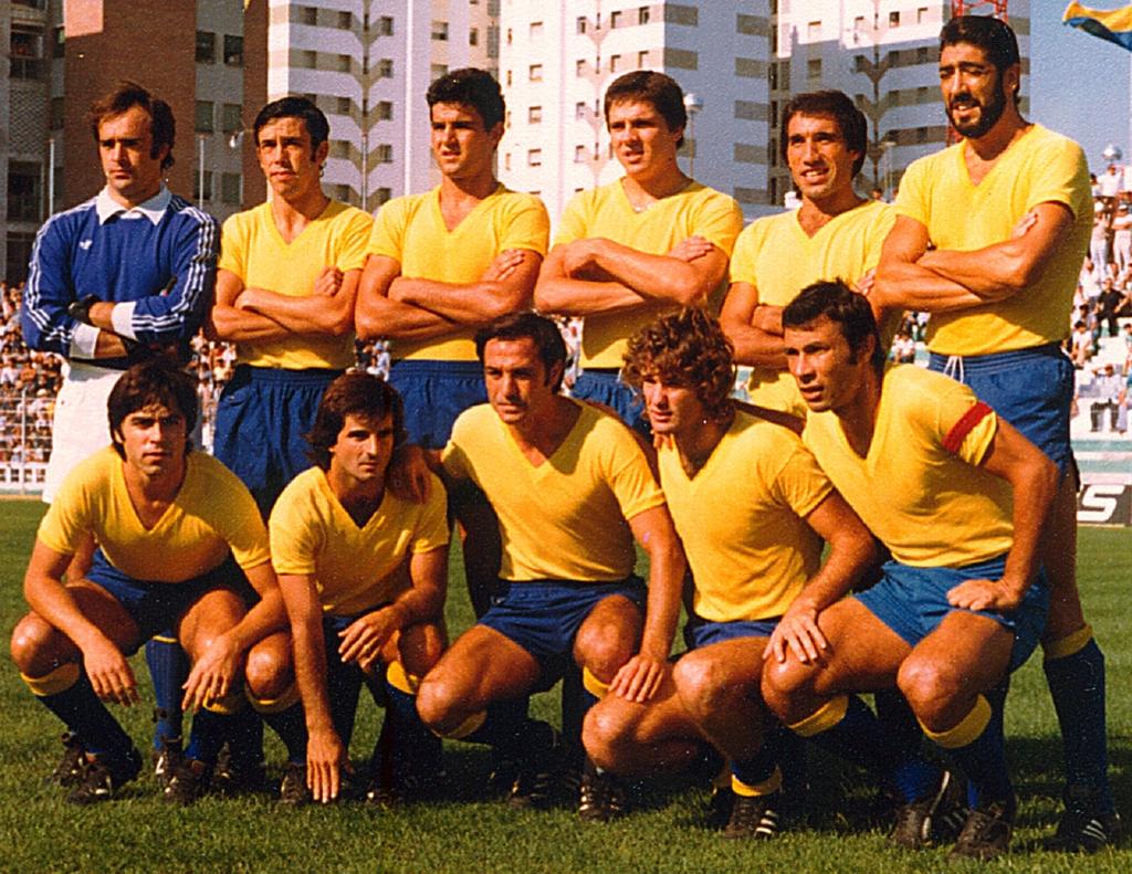 El Cádiz CF debuta en 1ª con camisetas sin escudo.
