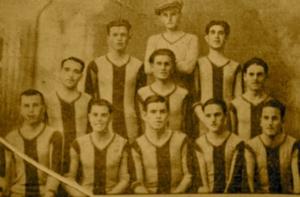 Mirandilla FC, en 1932, con franjas verticales amarillas y azules