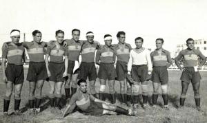 SCD Mirandilla FC de 1936 con camiseta azul y franja horizontal amarilla