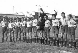 Cádiz FC 1936, en la presentación tras cambio de nombre, con camiseta amarilla y calzón azul