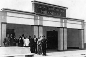 Pórtico de entrada del Campo de Mirandilla.