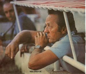 Milosevic, entrenador del Cádiz CF, metido en su banquillo.