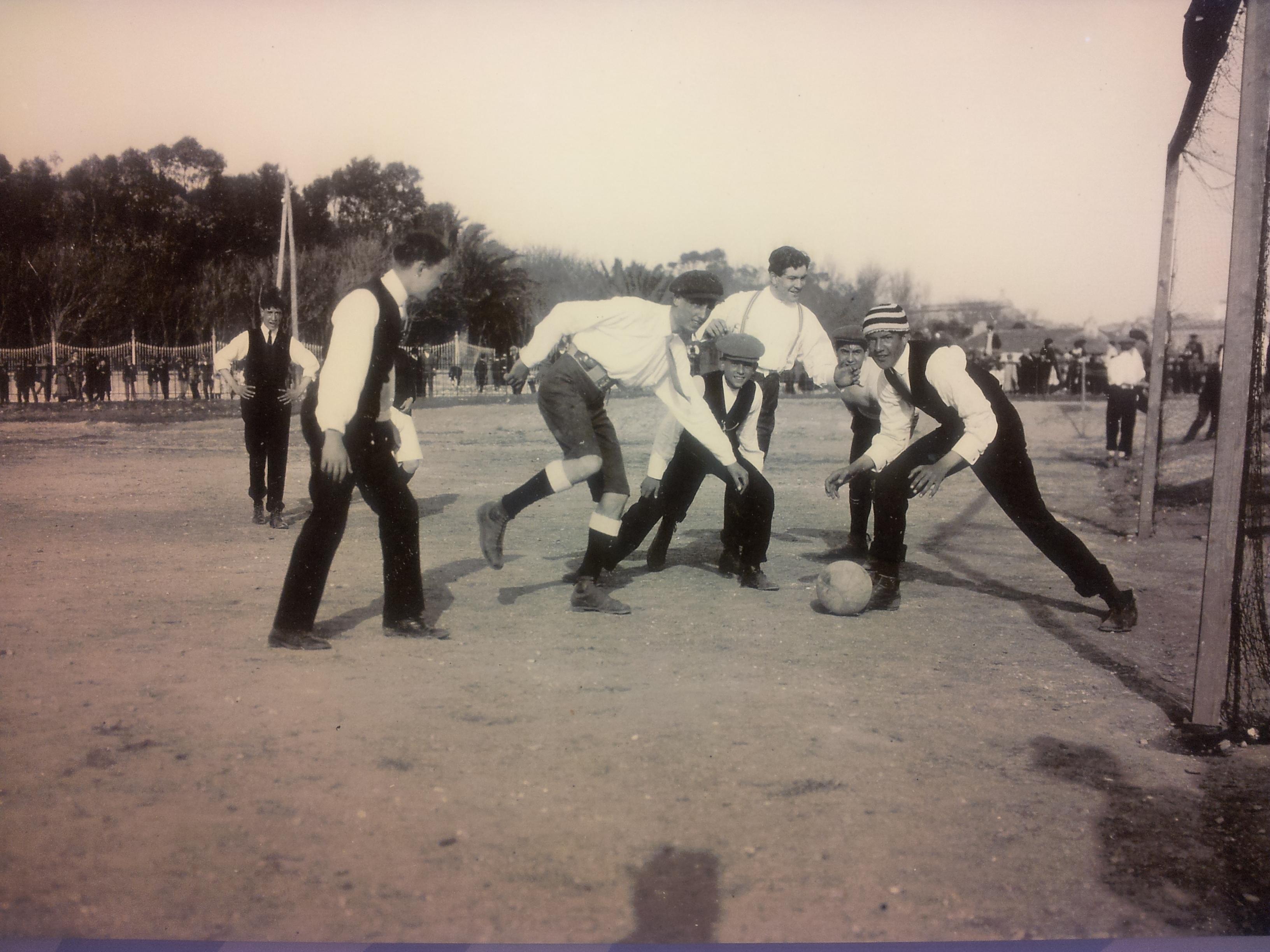 Escena de foot-ball en el Campo de las Balas