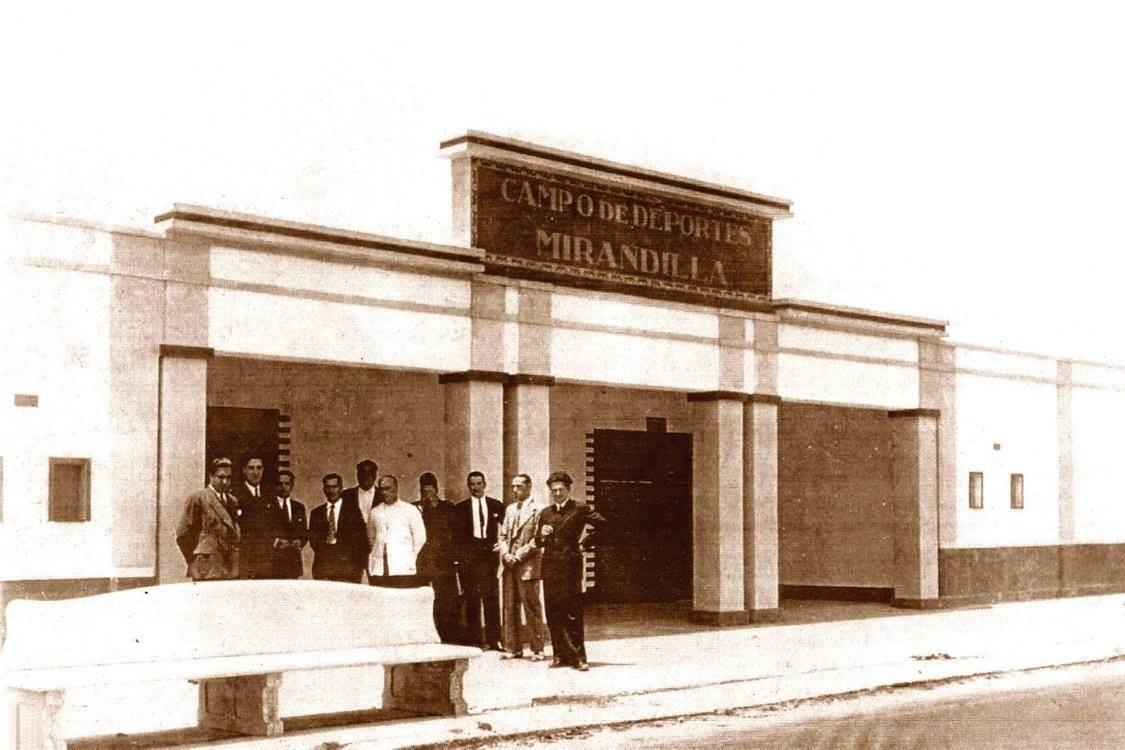 Campo de Deportes Mirandilla - Entrada Principal.